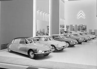 1959 - Citroen DS at the Champs Elysee Showroom