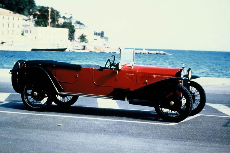 http://www.carbodydesign.com/archive/2006/07/07-lancia-tour-italian-design-barcelona/Lancia-Lambda-Torpedo-lg.jpg