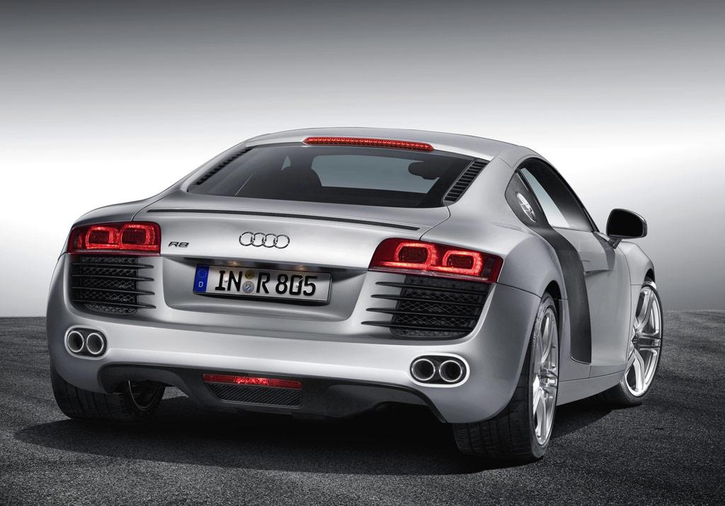 Audi R8 -  3/4 rear view