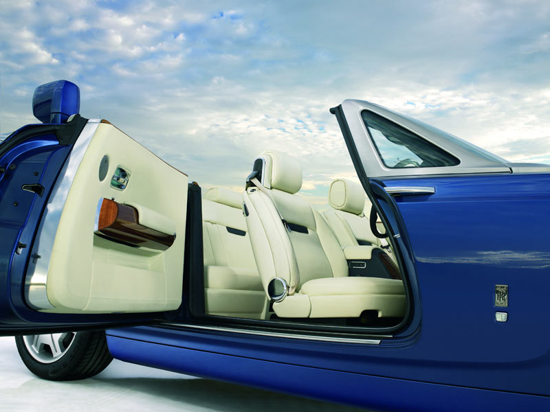 Rolls Royce Phantom 2010 Pictures and Wallpapers