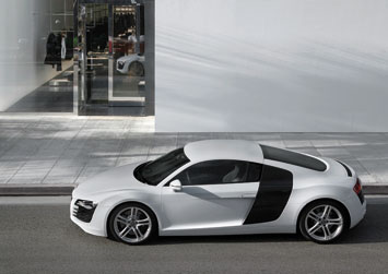 Audi R8 - Side view