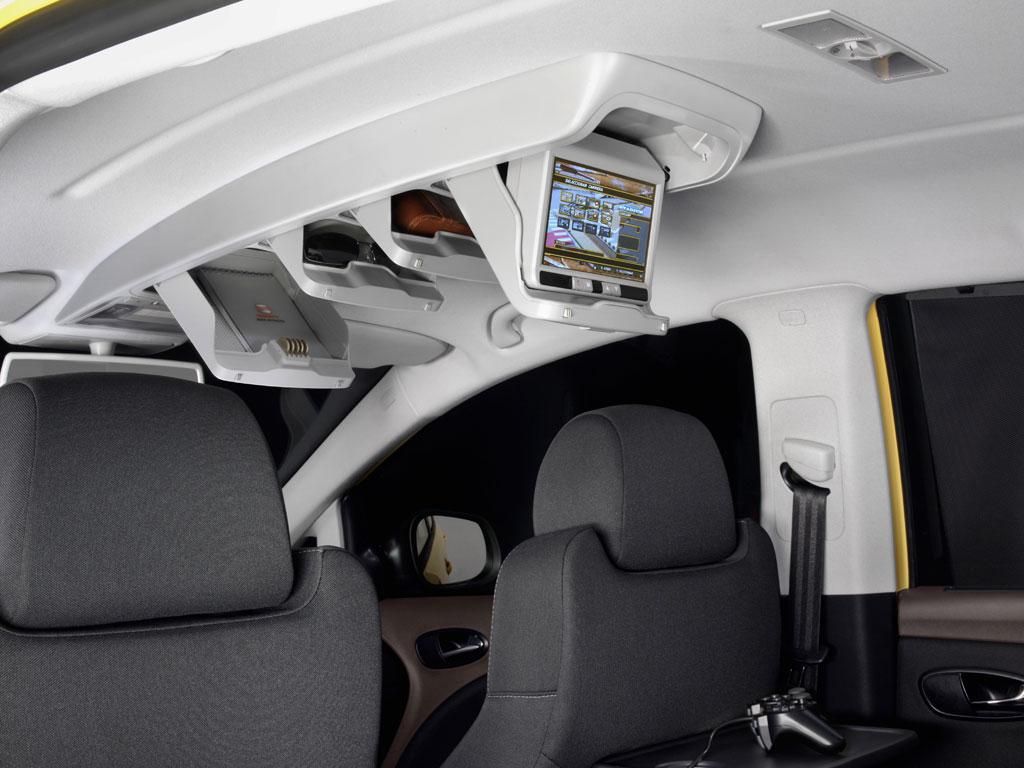 Seat Altea Freetrack interior - Car Body Design