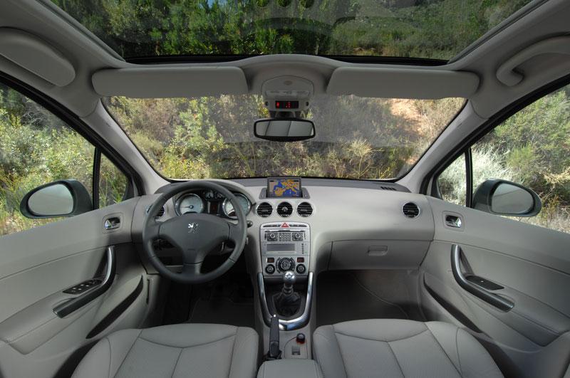 [تصویر:  Peugeot-308-interior-1-lg.jpg]
