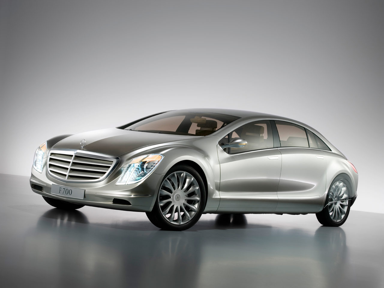 http://www.carbodydesign.com/archive/2007/09/20-mercedes-benz-f700-concept/Mercedes-Benz-F700-Concept-8-lg.jpg