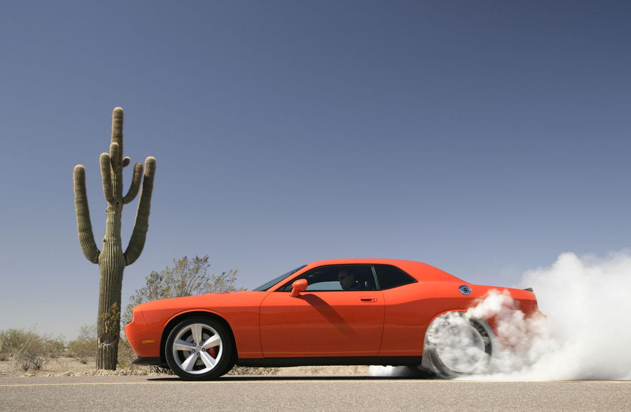 Dodge-Challenger-SRT8-08.jpg