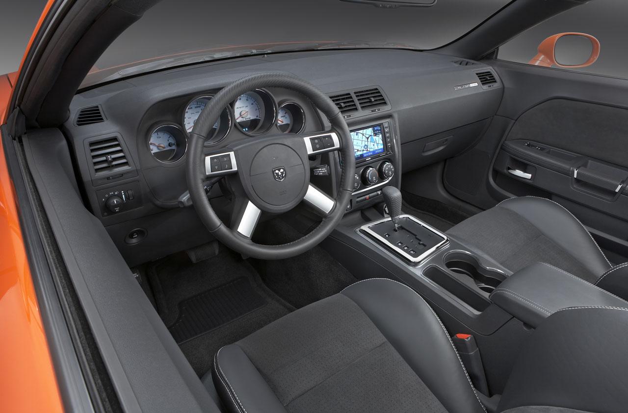 Dodge-Challenger-SRT8-11.jpg