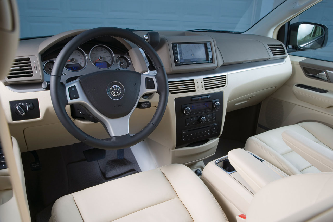 VW Routan Interior 1 Lg