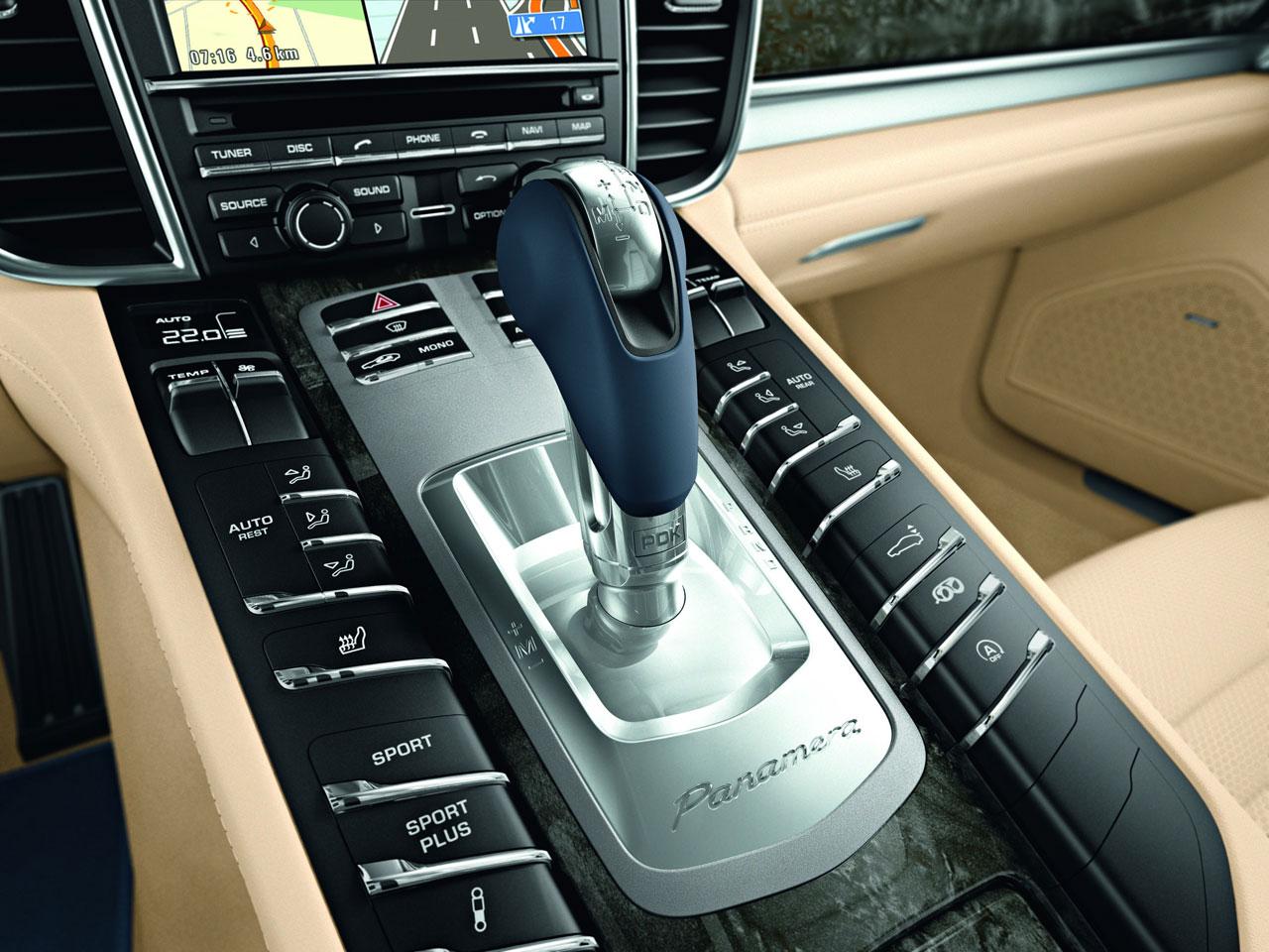 camionetas de lujo PREFERIDA de los NARCOS Porsche-Panamera-Interior-04-lg