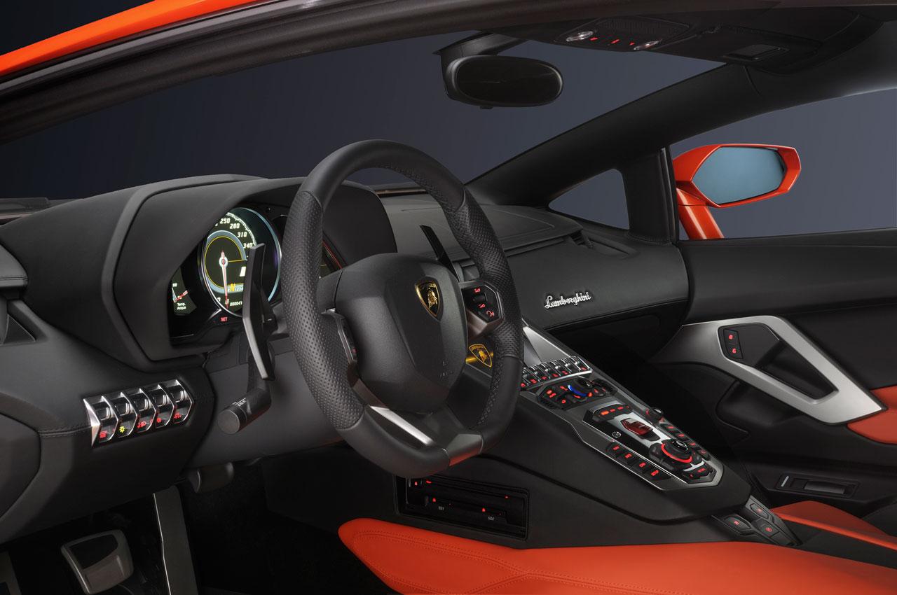 Lamborghini Aventador LP 700-4 Interior - Car Body Design