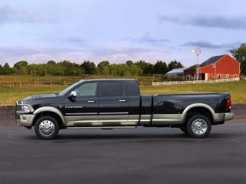 Dodge Cars 2011 on Dodge Ram Long Hauler Concept Is A Class 5 Pickup Targeted To Race Car