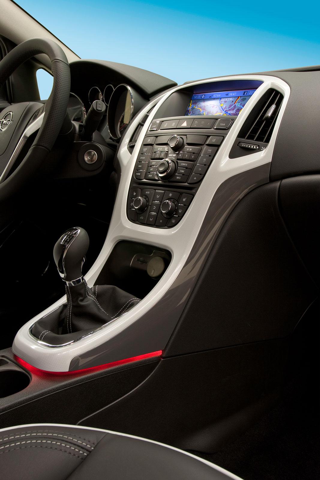 Opel Astra GTC - Interior - Car Body Design