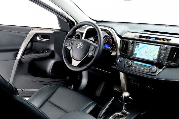 toyota-new-rav4-interior-03