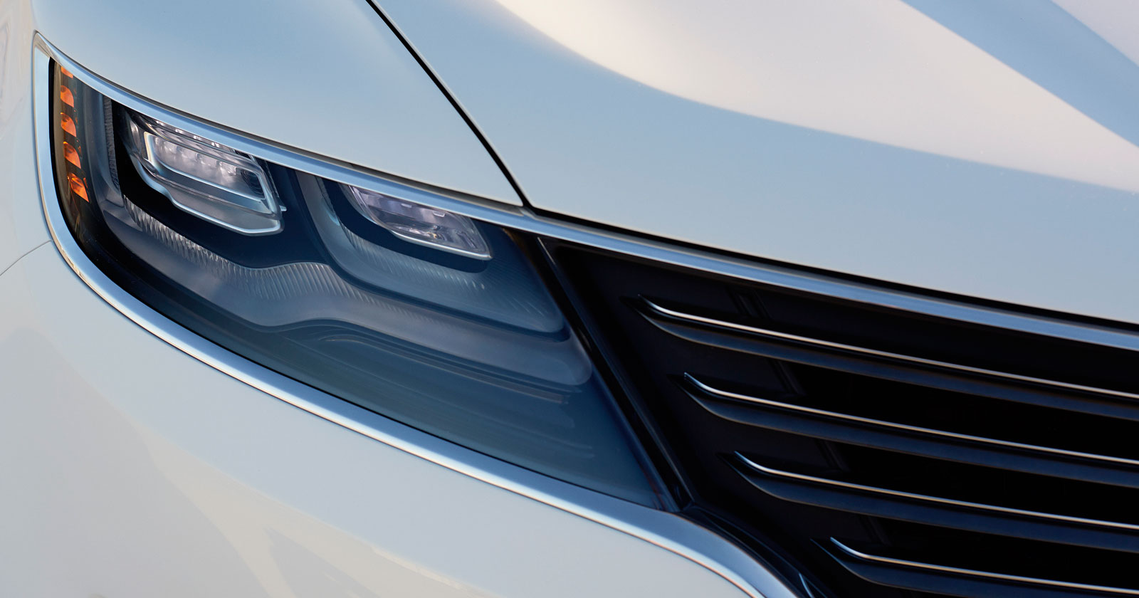 Lincoln MKC Concept - Headlight and grille detail