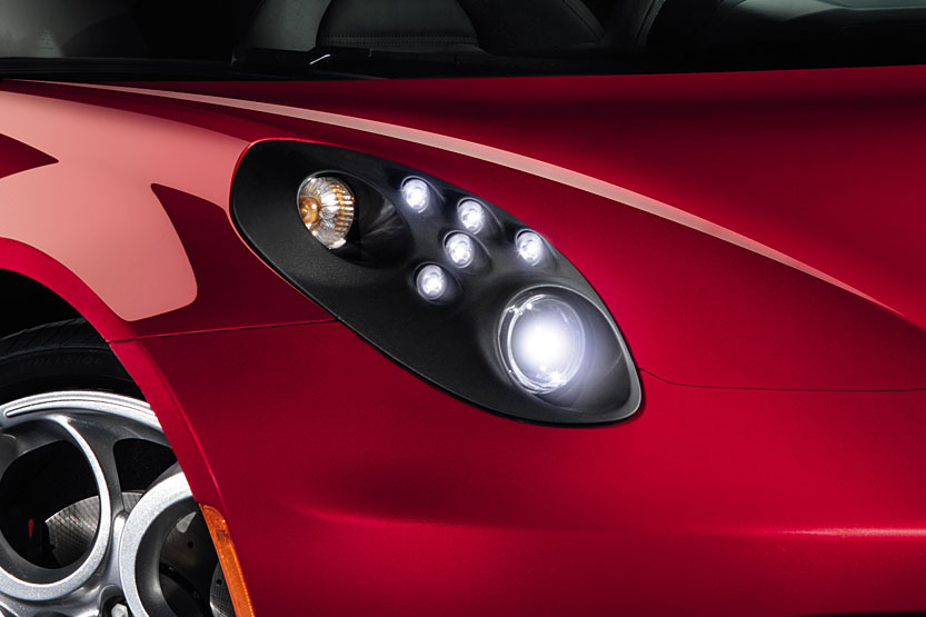 Alfa Romeo 4C - Headlight detail