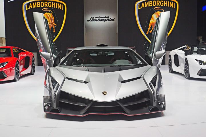 Lamborghini-Veneno-at-Geneva-2013-05-720x480.jpg