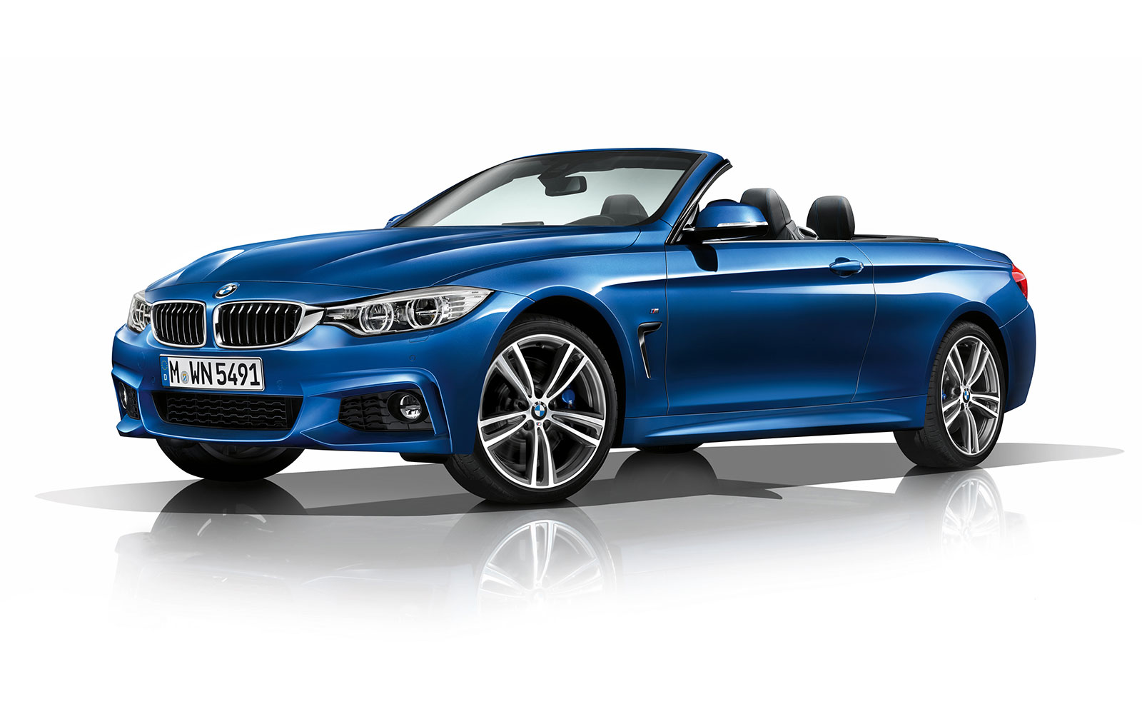 The design of the open top 4 Series is directly derived from the Coupe