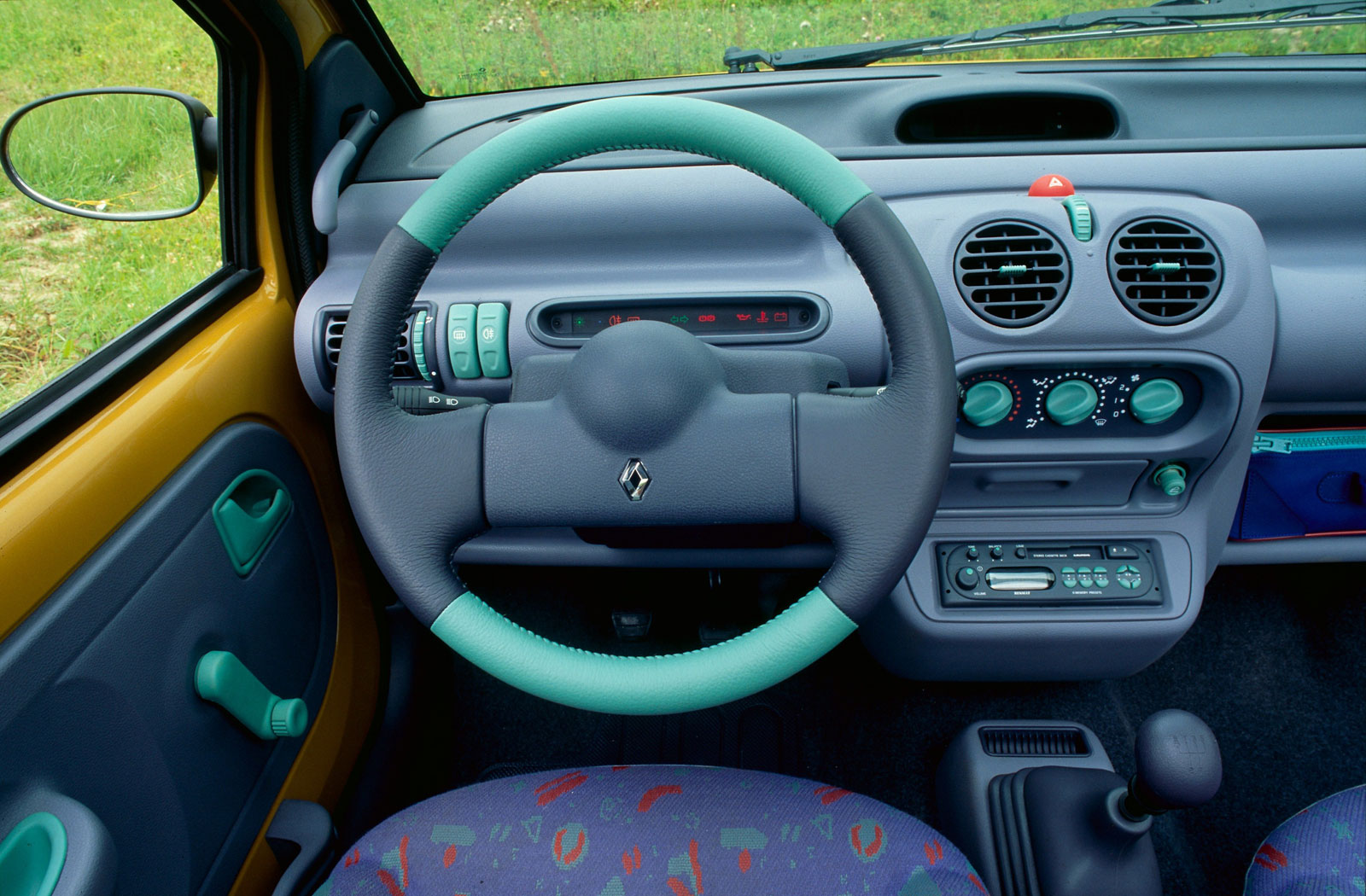 Renault Twingo 1 Interior - Car Body Design