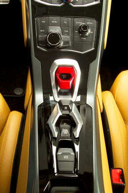 Toggle Switch Cover >> Lamborghini Huracán LP 610-4: new images