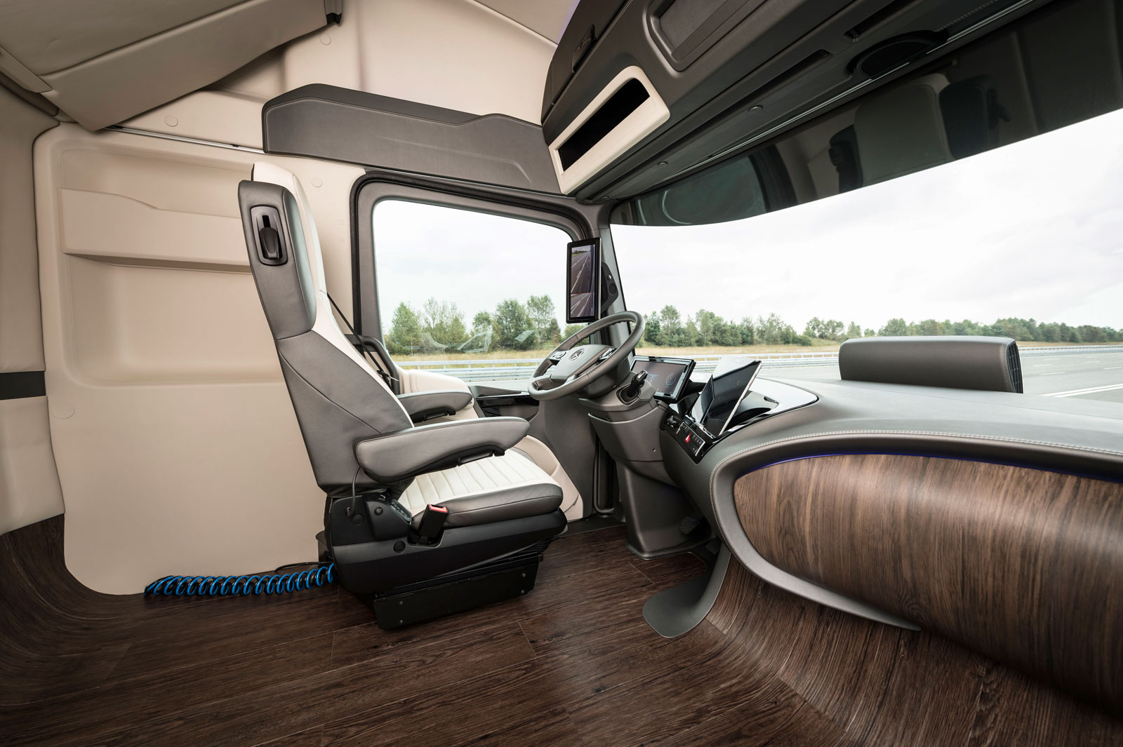 mercedes benz future truck 2025 concept interior car body design. Black Bedroom Furniture Sets. Home Design Ideas