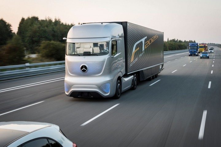 Mercedes-Benz Future Truck 2025 Concept - Road test