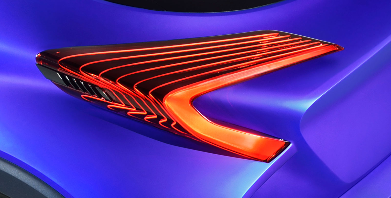 The distinctive, aero-inspired, floating rear lamp clusters further ...