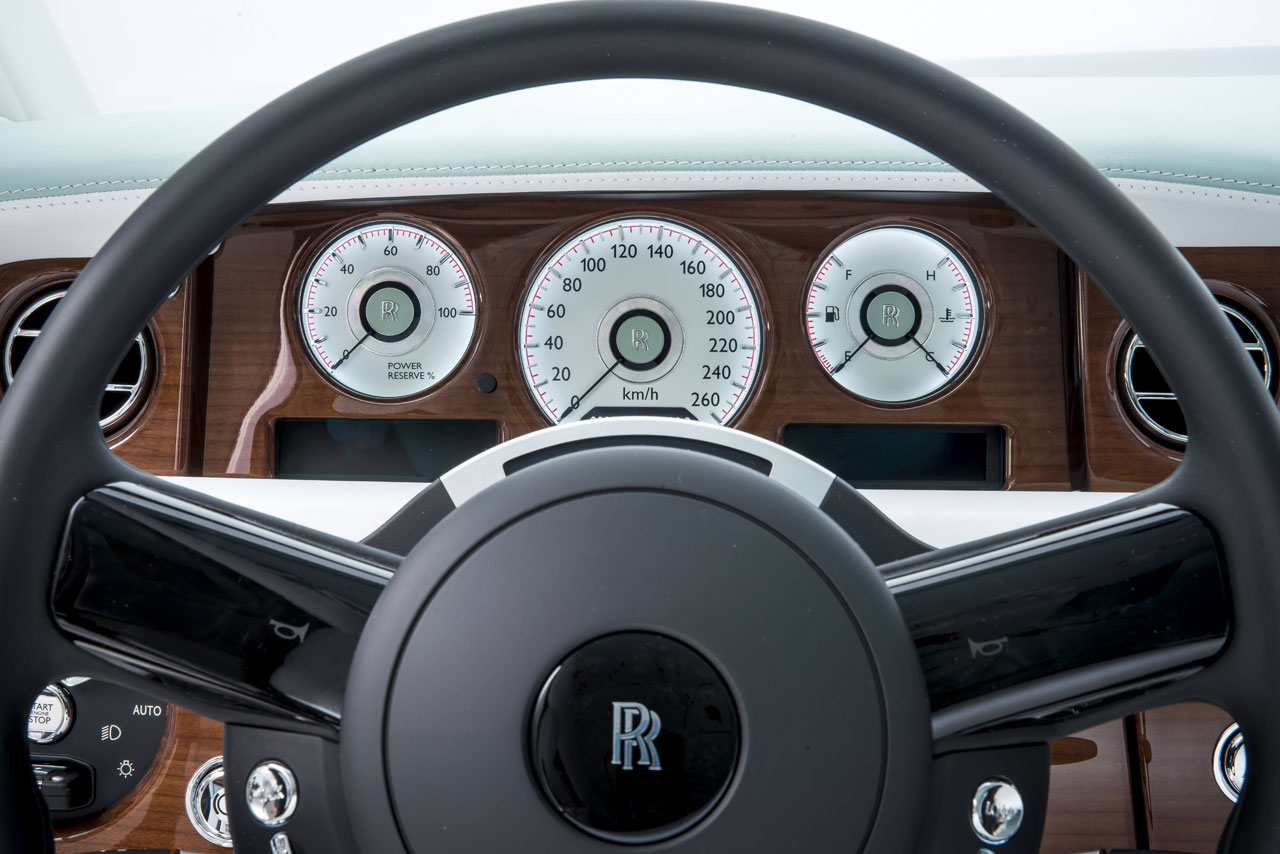 Rolls-Royce Phantom Serenity Interior - Steering Wheel - Car Body Design