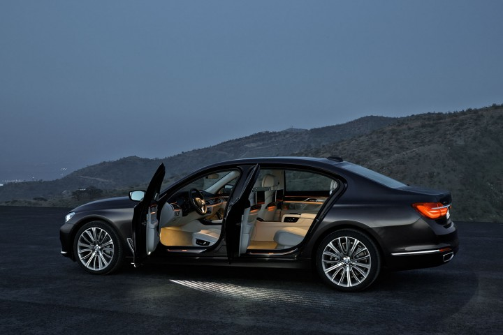 The New BMW 7 Series Evolutionary Design And High tech Features Car Body