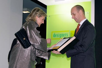 Dirk van Braeckel receives the award from Princess Astrid of Belgium