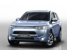 Mitsubishi Outlander PHEV revealed ahead of Paris debut