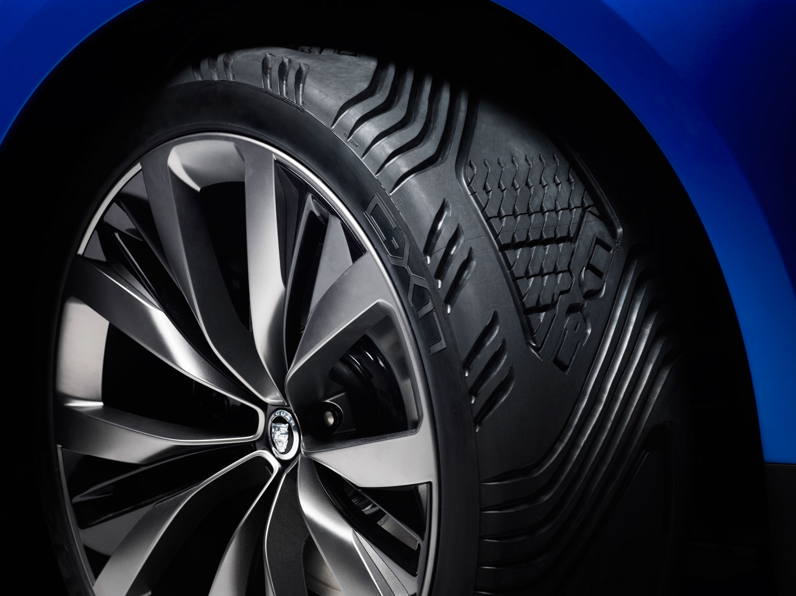 Jaguar C-X17 Concept - Wheel and tire detail