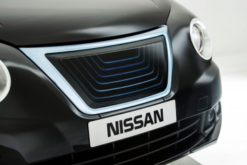 Nissan e-NV200 Taxi for London - Front grille detail