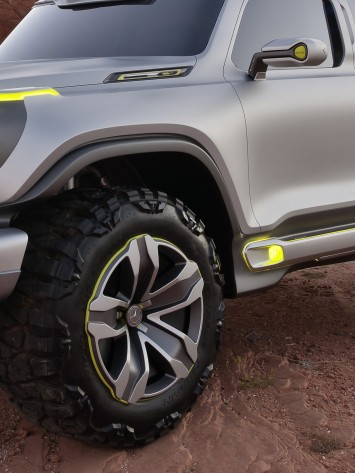Mercedes-Benz Ener G Force Concept - Wheel and mirror detail