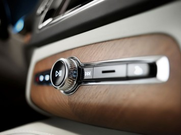 Volvo XC90 Interior - Center Console detail