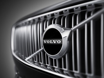 Volvo XC90 - Front Grille detail