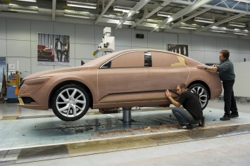 Renault Talisman Clay Modeling by Laurent Quere and Christophe Poiret