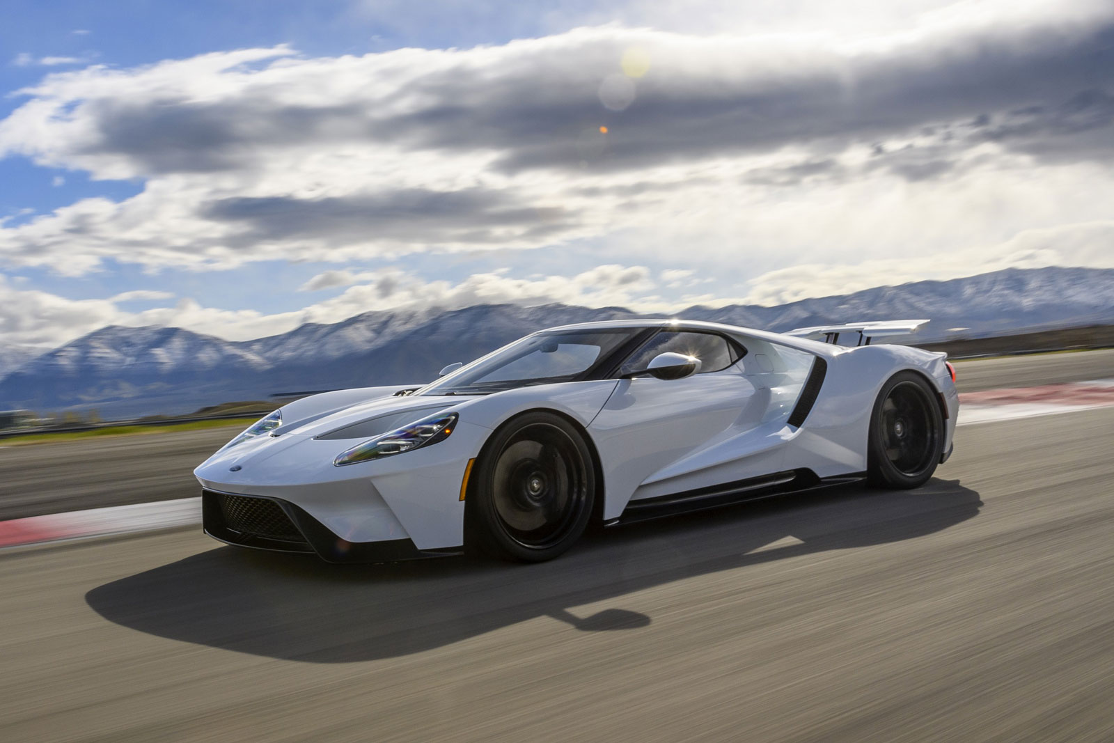 Ford gt has a top speed of
