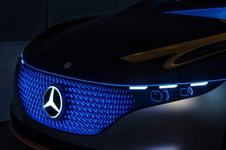 Mercedes-Benz Vision EQS Concept Parametric Grille Pattern Design